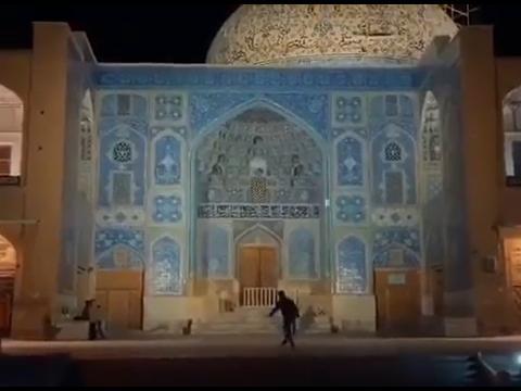 فوتبال در مسجد شیخ لطف الله