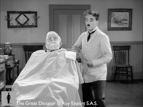 چارلی چاپلین در آرایشگاه سلمانی